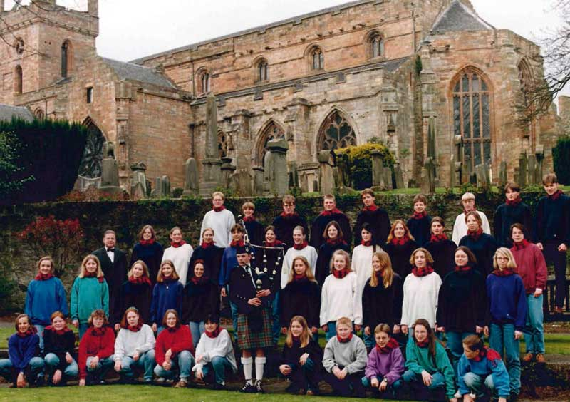 Youth choir Arnsberg under conductor music director Gerd Schüttler on tour 1995.