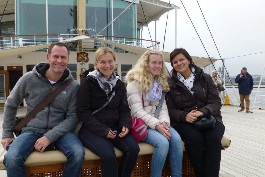 Delegation des Fanfaren-Korps auf der königlichen Yacht BRITTANIA